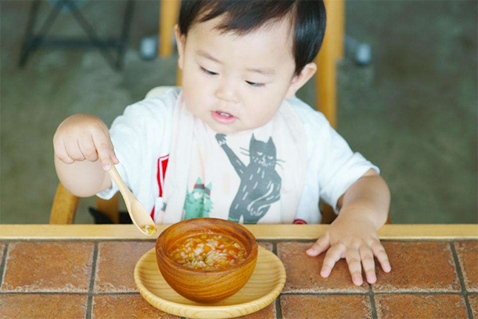 月齢にあわせて出汁からつくった旬の離乳食を無料で提供